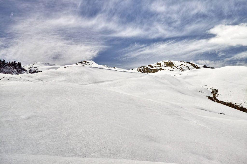 Virgin snowfields at Dayara Bugyal (Uttrakhand)